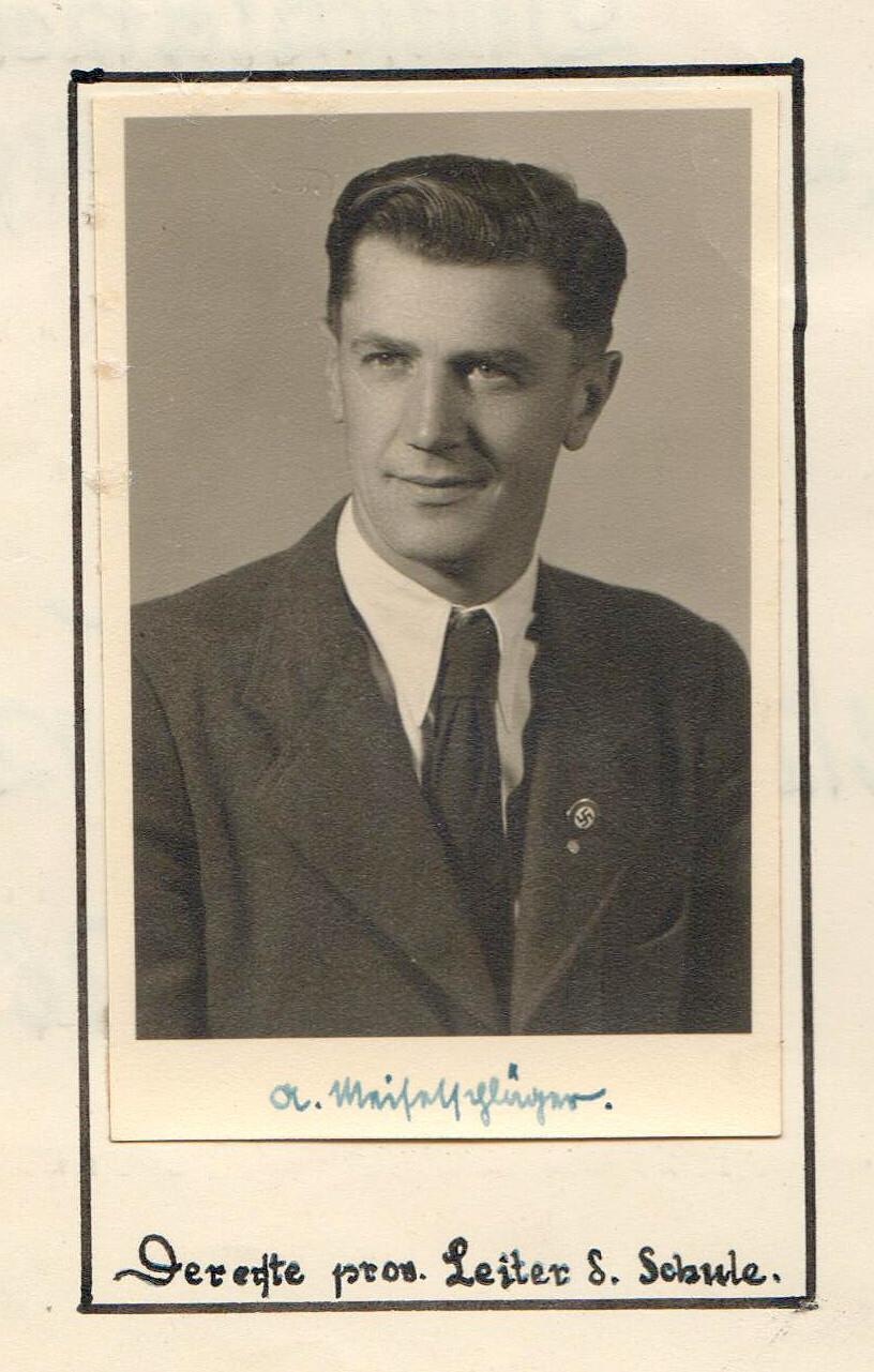 Ředitel německé obecné školy ve Čtyřech Dvorech, kterou jsme se také zabývali, 40. léta 20. století.