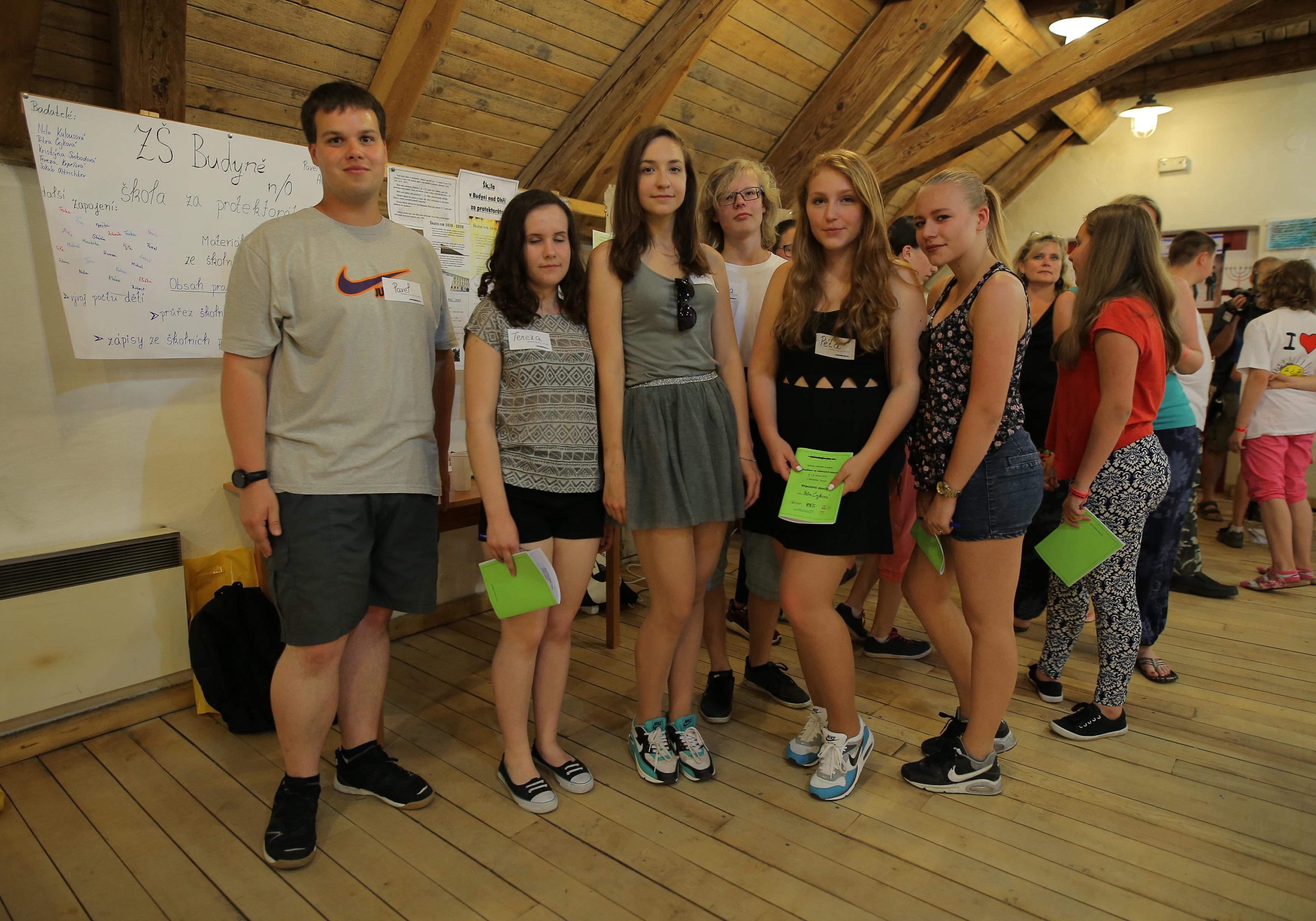 Náš tým ze ZŠ v Budyni nad Ohří na setkání do projektu zapojených školních týmů v Památníku Terezín, červen 2016.